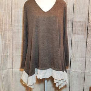 Anthro A' reve long brown tunic with lace detail .